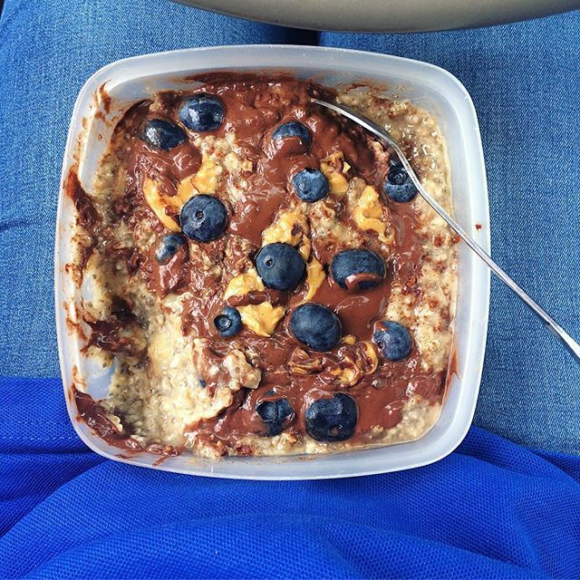 Just awkwardly eating my oatmeal in the middle of the road, not weird at all people😂 ps. Mash in frozen banana in your oatmeal and you will thank me later for the perfect consistancy😍 I am also filming a #fulldayofeating for the tube which means it's official aka I have to finish the video🙊📽 Youtube: Ayah Allabam📽 #healthylivinghappy #HLHRecipes oatmeal pb2