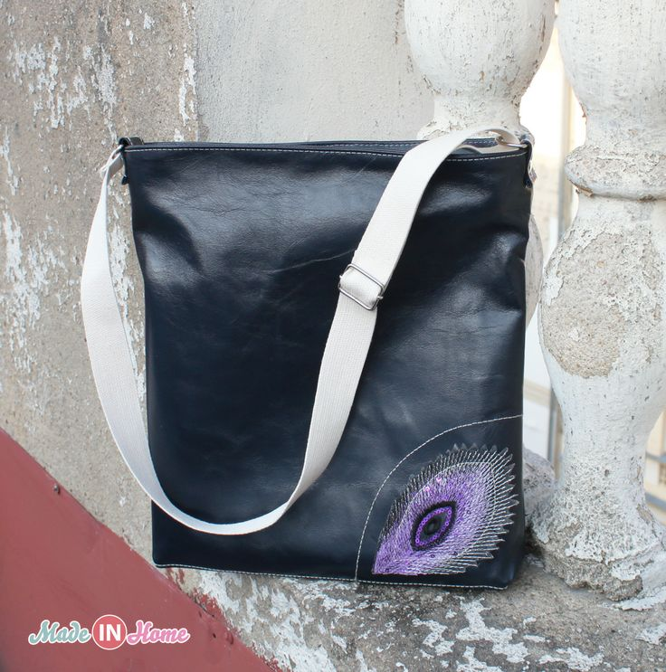 Leather handbag in dark blue color with a glossy finish.  It is practical for everyday wear, perfect for the city.