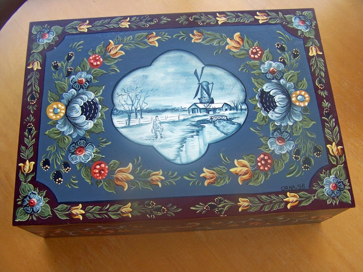 Dutch Hinderloopen Folk Art box. Hand-painted and designed by Orna Shachar.