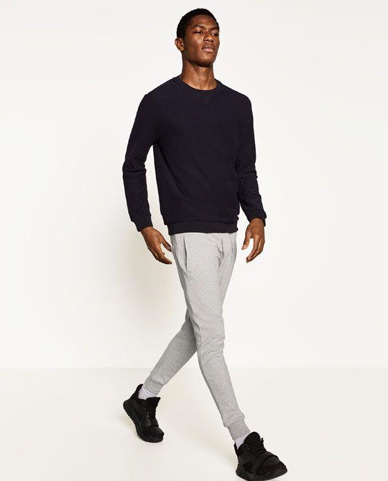 Los pantalones de Zara cuestan trienta euros.