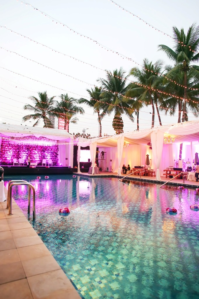 A poolside, palm-surrounded wedding lit with twinkling lights is pure magic at @Four Seasons Hotel Jakarta.