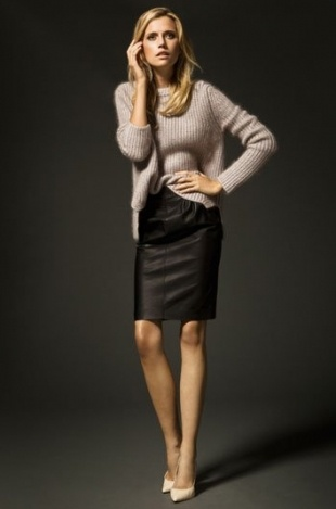 beige sweater with black pencil skirt and nude heels
