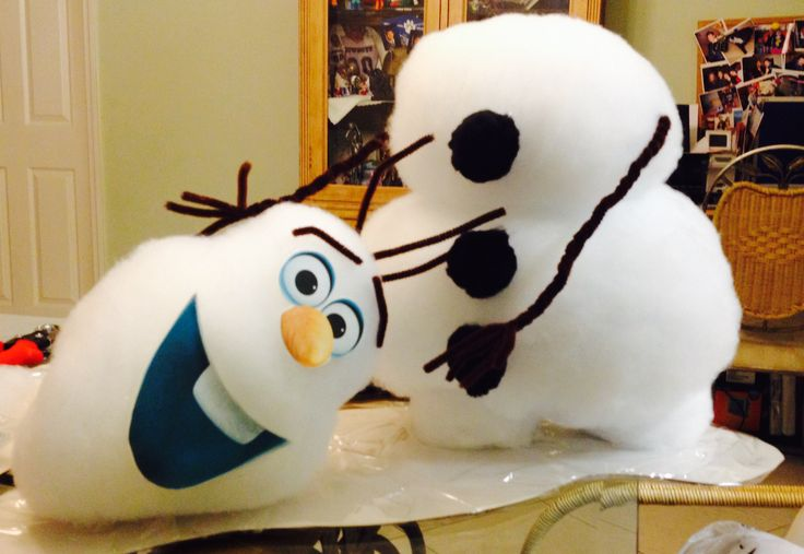 Disney's Frozen Movie Party Room Centerpiece. - Set the scene for your Frozen movie party with an Olaf snowman centerpiece.