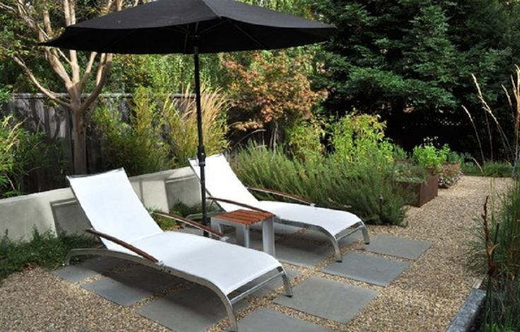 Mix Pea Gravel Patio With Pavers To Delineate An Outdoor Lounge Space ~ http://lanewstalk.com/maximizing-your-pea-gravel-patio/