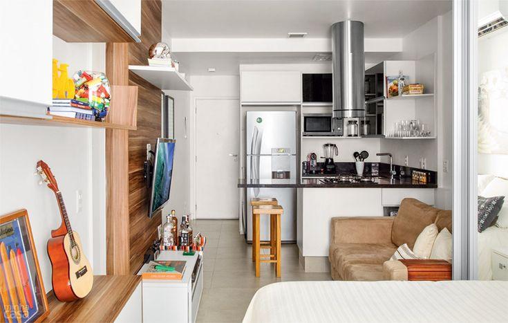 Quitinete de 26 m² parece maior com móveis planejados e sem divisórias. Fotos publicadas na revista MINHA CASA.