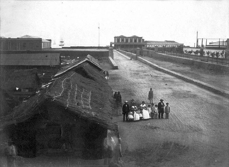 Chile, Valparaiso. Estero Las Delicias, año 1864. Hoy es el bandejon central de la Avenida Argentina, esta cubierto con losa de hormigón, convirtiéndolo en un canal cubierto. En ese lugar se instala la Feria de Abastos los fines de semana