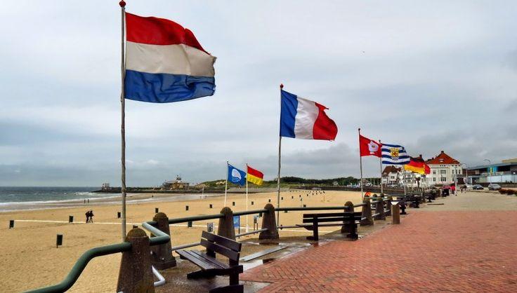 Vlagvertoning aan Boulevard Vlissingen | Zeeland op foto