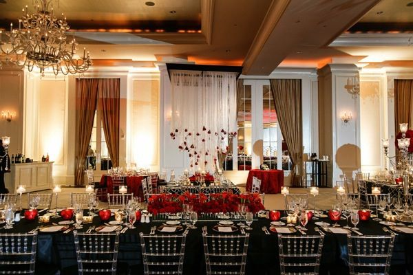 Black tablescape with red roses @myweddingdotcom