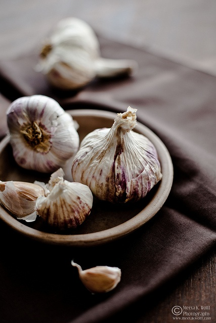 Garlic by Meeta K. Wolff | More foodie lusciousness here: http://mylusciouslife.com/photo-galleries/wining-dining-entertaining-and-celebrating/