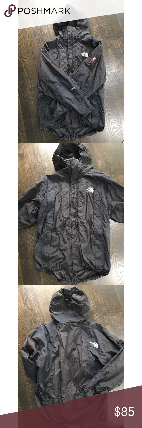 NORTH FACE Summit Series Snowboarding jacket. Very warm. In great condition. One of the pull strings are a little misshaped as shown in the photos. Removable fleece lining. North Face Jackets & Coats Ski & Snowboard