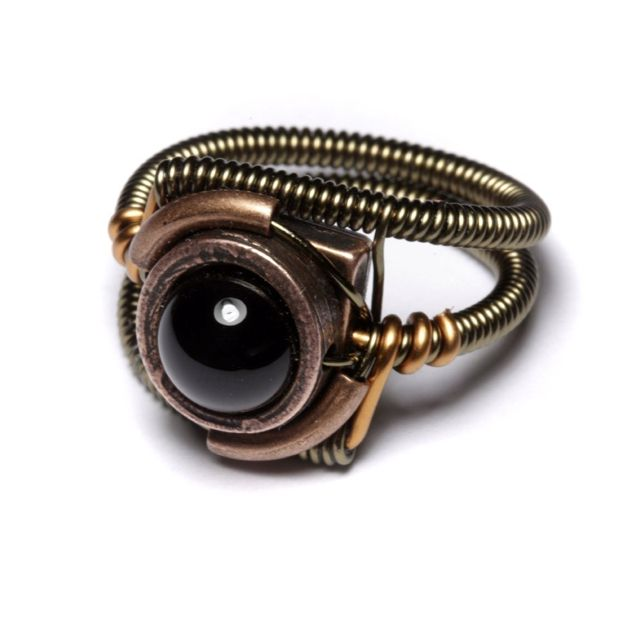 Unique ring. A somewhat steampunk look. Black orb.