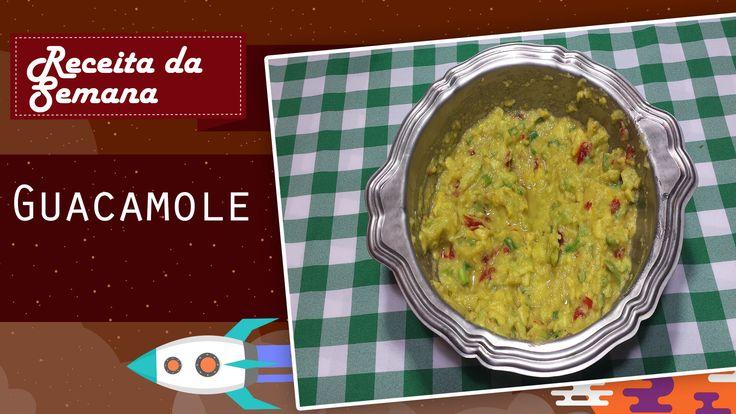 Ingredientes: 1 Abacate      2 colheres de cebolinha picada      1 pimenta Jalapeño      ½ colher de chá de coentro      1 colher de chá de sal      1 limão      Óleo de Oliva a gosto