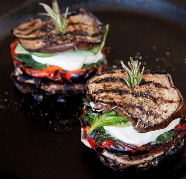 Tian d'aubergines, tomates et mozzarella, plat rapide à faire et très délicieux. On a essayé de le garder le plus light possible