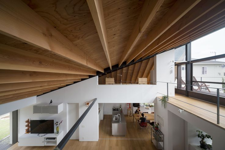House with a large hipped roof, Ibaraki Prefecture, Japan Architects: Naoi Architecture & Design Office Structural Engineer: Masaki Structural Laboratory  Interior Design: Naoi Architecture & Design Office Landscape Design: Naoi Architecture & Design Office Area: 231.56 sqm Completion: March 2013