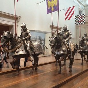 This is cool and all MET Mus, mind if I call you MET Mus?? But where is the armor and artifacts of Middle Earth era?? Let's not be picky with which eras and centuries we represent of earth in a museum! #centuryist!! por: jeremybsheets