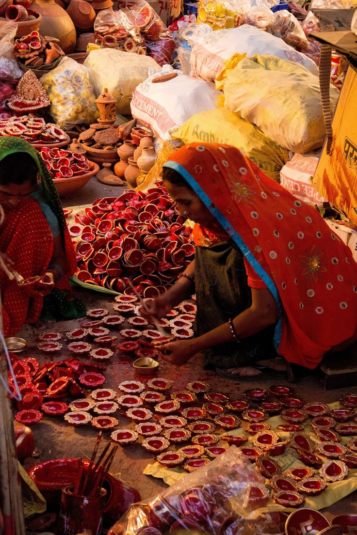 Jaipur street bazaar, preparing for Diwali