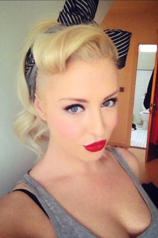 My Take On A Pin Up Bandana Hairstyle The Extensionist Beauty Pinterest Cabello Chicas Y