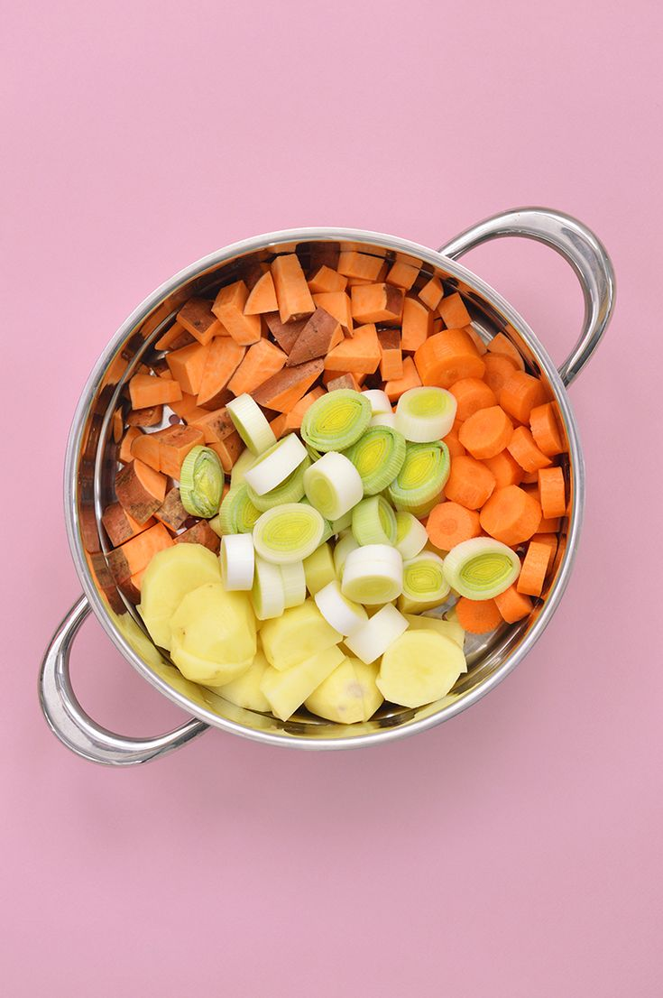 L'avantage du curry de légumes : il n'y a pas de règles ! On peut le cuisiner selon nos envies et avec les légumes qu'on trouve au marché ! Voici ma version vegan et sans gluten au Vitaliseur ! www.sweetandsour.fr