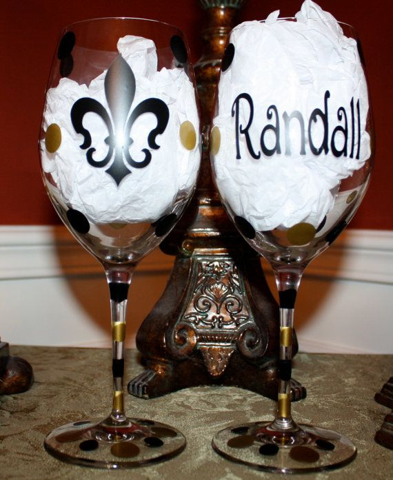 Personalized Fleur de Lis Wine Glass by MaMaDsFavors on Etsy
