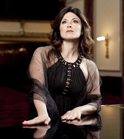Anna Caterina Antonacci al Teatro Goldoni di Firenze