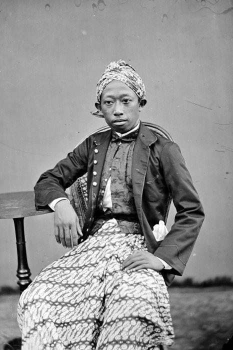 A blangkon or belangkon (Indonesian) is a traditional Javanese headdress worn by men and made of batik fabric.