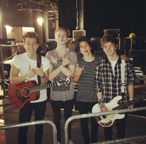 The Vamps backstage before Taylor Swift!!