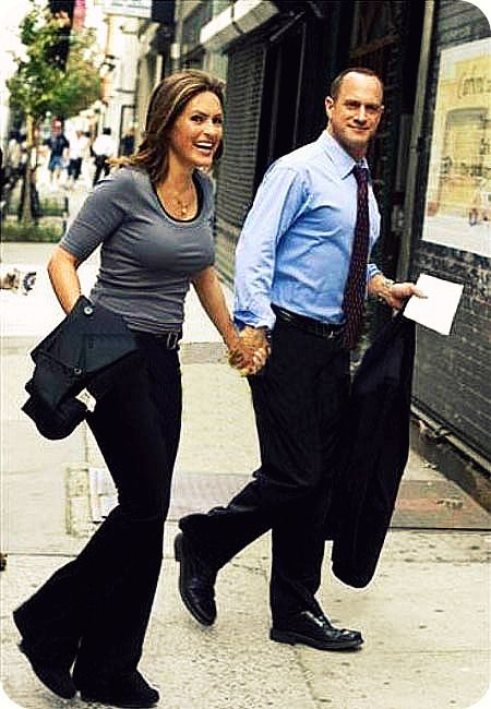 Benson and Stabler are perfect on rainy summer days #nyc #contest #summerinthecity