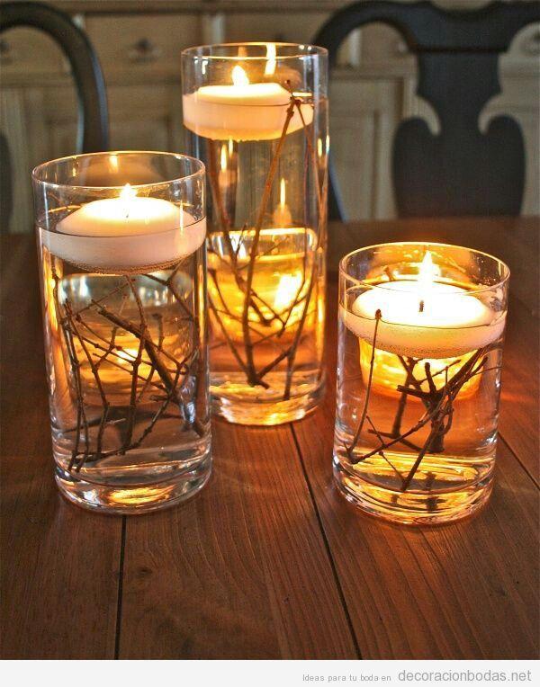Originales centros de mesa boda. Ramas, agua, florero y velas