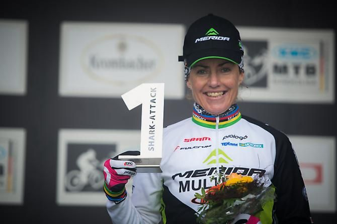 Gunn-Rita Dahle Flesjaa (Multivan Merida) on the podium