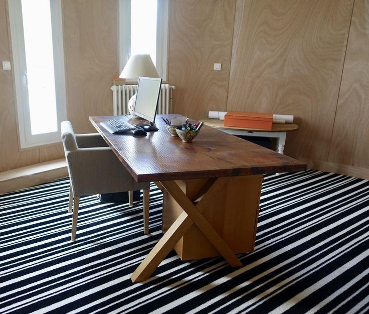 Moquette ray e murs doubl s en contreplaqu de bouleau plateau de bureau en cuivre moquettes for Moquette rayee