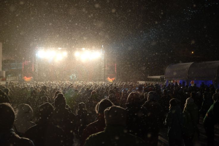 Festival-hungrig? Beim BERGFESTival 2014 in #Saalbach wird der Hunger nach Rock `n` Roll ganz sicher gestillt – The Hives, Madsen, Wizo, Mad Caddies, nur um ein paar Namen zu nennen, die zum #Saisonbeginn mächtig abrocken! Mehr auf http://www.berg-festival.com/