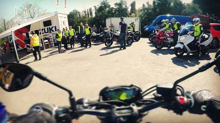 Had a fun day road testing a couple of Suzukis on the roads around Loomies Moto Cafe  To the right of the screen you'll see Red Renna Spicey 101 and Phil Tonic ready to hit the road too  #Suzuki #GSXS1000 #LoomiesCafe #Loomies #iif