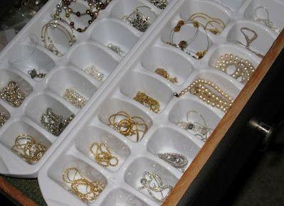Formas de gelo para guardar bijuterias! Deixe a organização para a Brinco de Casa! www.brincodecasa.com #personalorganizer