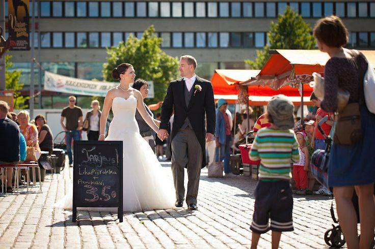 Wedding portrait | hääpotretti | Hakaniemen tori | Helsinki | häät Helsinki | Pasi Nikkanen | Heidi & Lassi 4.8.2012