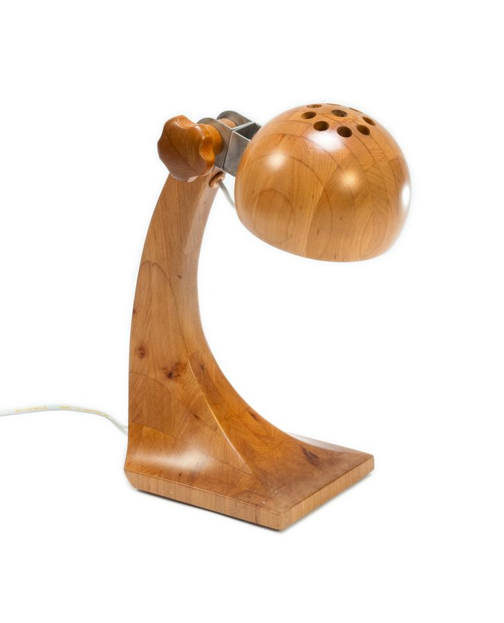 Lampa na biurko lub na stół. Wykonana ręcznie w polskiej pracowni. 100% drewno. http://gotowewnetrza.pl/sklep/lampka-woobik/