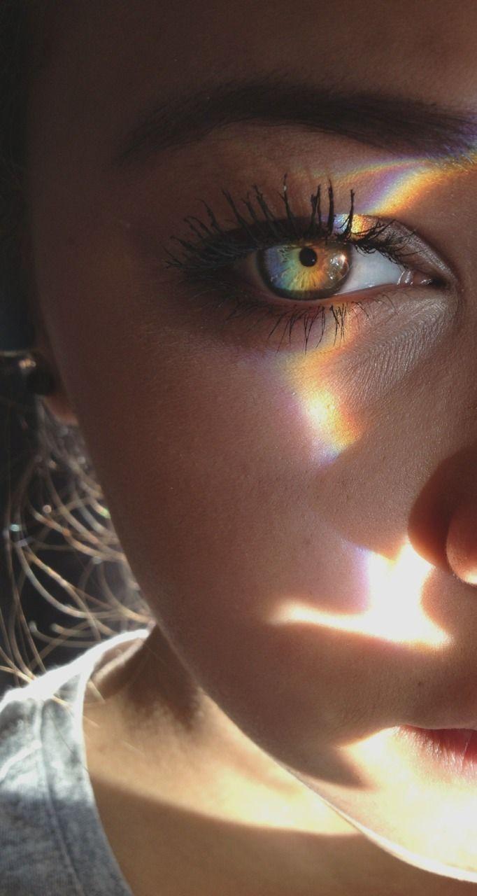 Die Farbe des Auges ist ebenso künstlerisch wie d…