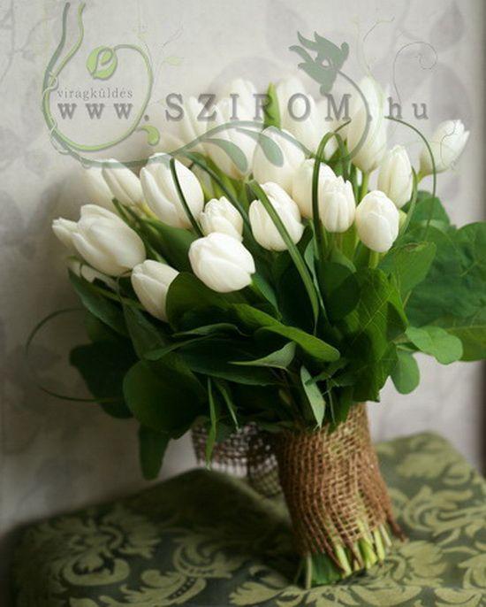 20 szál fehér tulipán zöldekkel - Szirom
