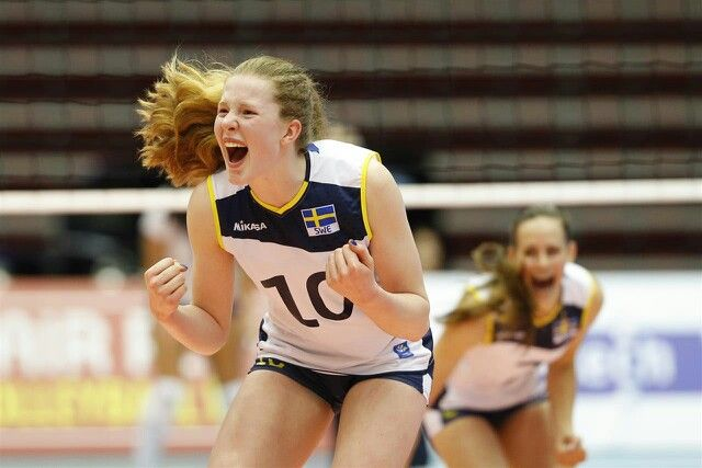 The youngest player in Sweden's national volleyball team. So incredibly talented! | Isabelle Haak, 15 years old