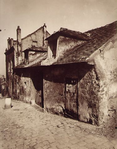 Eugene Atget; Montmartre, maison de musette  1923