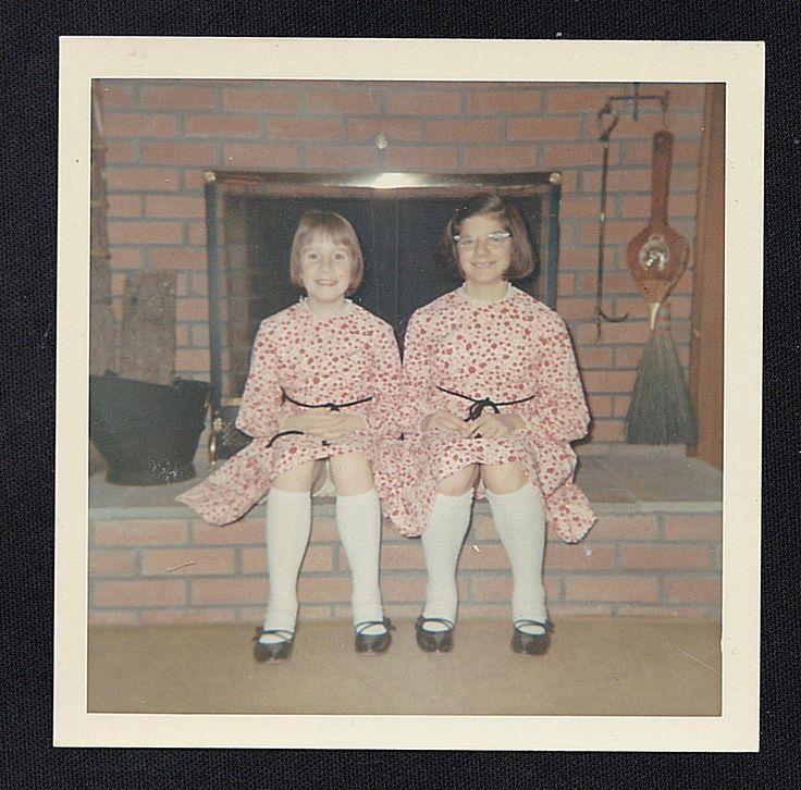 Старинная фотография две маленькие девочки в соответствующие наряды сидит у камина | eBay