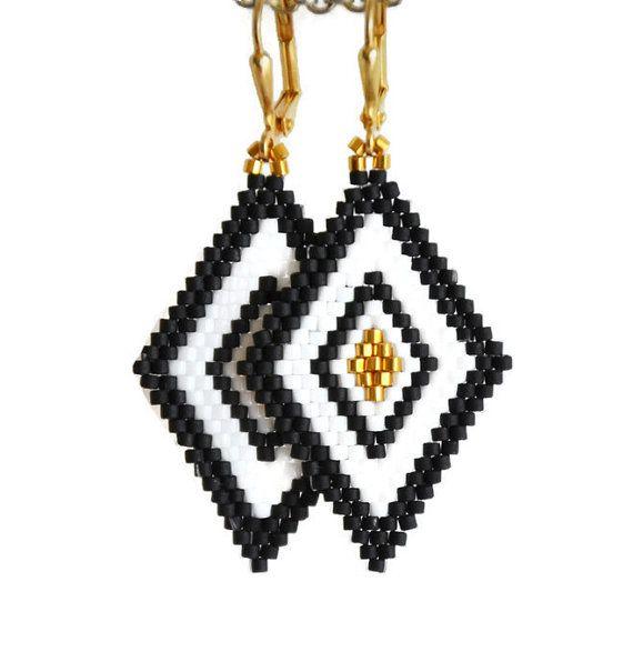 Boho orecchini, orecchini geometrici, Peyote, seme orecchini di perla, bianco-nero gioielli