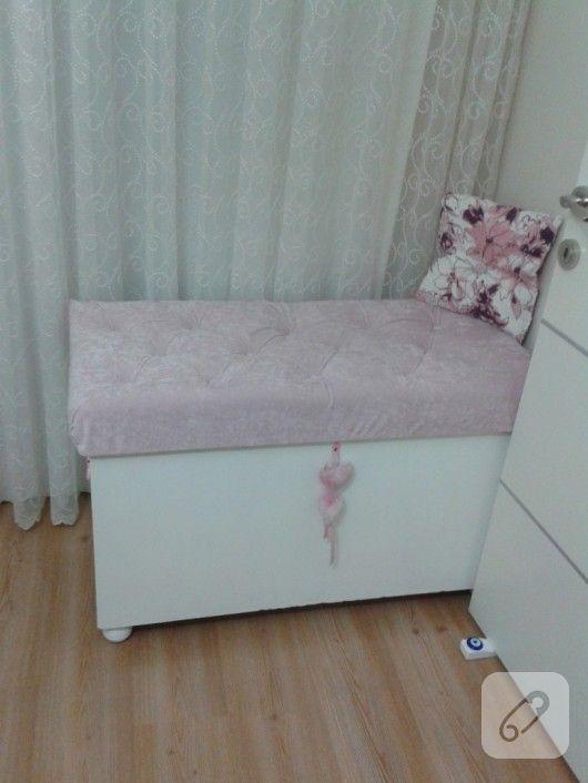 eski bir sandık önce boyanmış sonra kadife kumaşla kaplanmış ve bakın nasıl da güzel yenilenmiş. kendin yap mobilya yenileme ve boyama fikirleri 10marifet.org'da