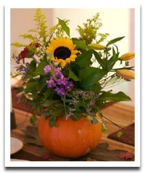 Flower and Pumpkin Thanksgiving Table Decorations