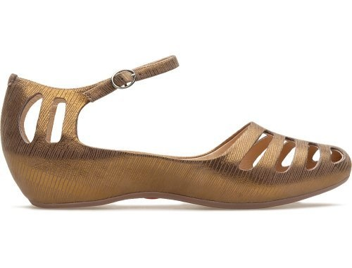 Sinuosa comes as a brown sandal with a heel of 3.6 cm and is made of full grain leather with a metallic finish.