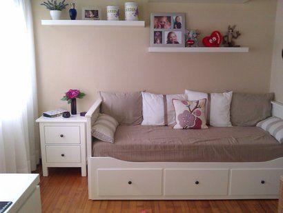 Dormitorio con el divan Hemnes de Ikea