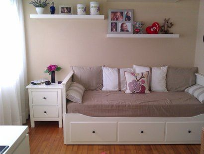 dormitorio con el divan hemnes de ikea home sweet home pinterest the box day bed and for the. Black Bedroom Furniture Sets. Home Design Ideas
