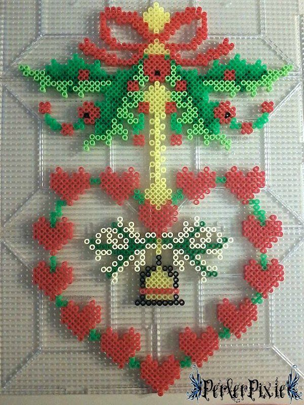 Holly Heart Wreath - Christmas perler beads by PerlerPixie on DeviantArt