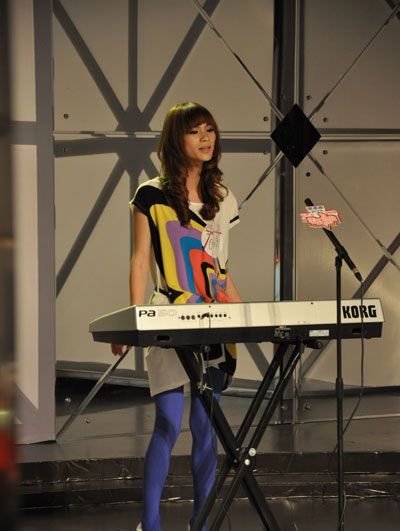 super girl singing competition