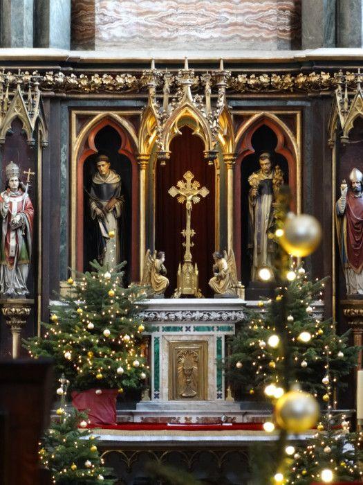 Adoracja w blasku. Wystrój bożonarodzeniowy ołtarza głównego w krakowskiej Bazylice Św. Trójcy, for. Magdalena Pawłowska #dominikanie #kraków #konkurs #4poryroku