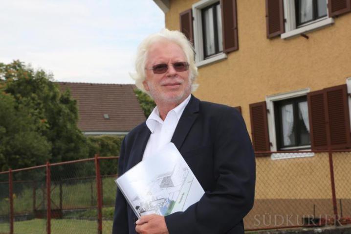 """Singen Hohentwiel: Im """"Hohentwielpark"""" sollen 60 Eigentumswohnungen mit hohem Energiestandard entstehen. Architekt Norbert Böhme plant 60 Wohnungen. Bild: Sabine Tesche"""